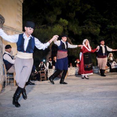 Μαθήματα παραδοσιακών χορών σε ενήλικες