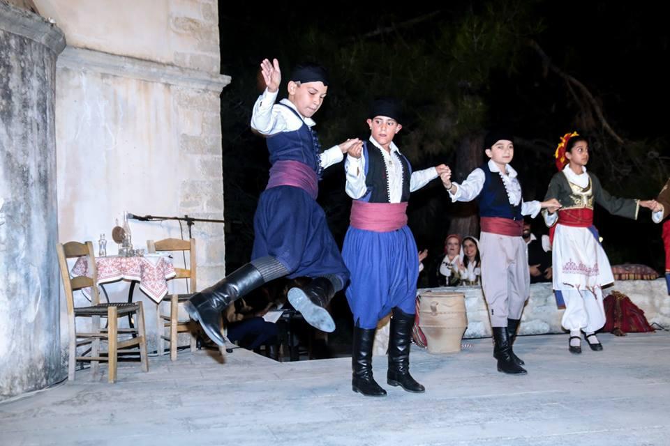 Διδασκαλία παραδοσιακών χορών