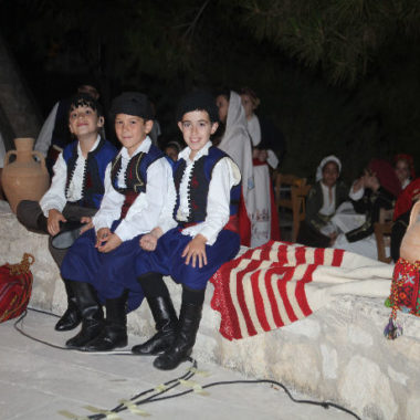 Μαθήματα παραδοσιακών χορών σε παιδιά